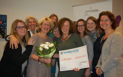 Kindinpraktijk geeft eerste donatie voor Microkrediet voor Moeders Academy